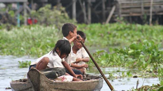 Boys_Girls Rowing boat